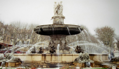 fountain-in-aix-en-provence-crop